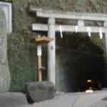 お金を洗えば何倍にも増えるという「鎌倉銭洗弁財天宇賀福神社」